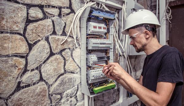 Cuidados nas instalações elétricas e erros mais comuns